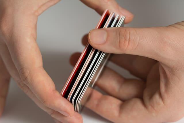 減らしたら財布の中のカードは何枚になるか